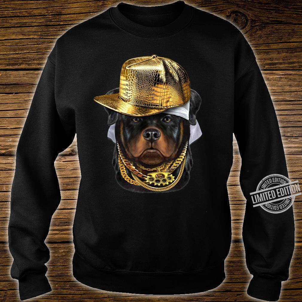 Rottweiler Hund im Kappe als Hip Hop Rapper Shirt sweater